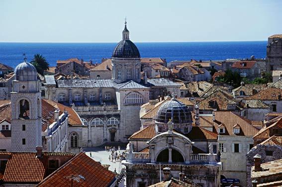 Kroatien: Blick von der Stadtmauer auf Dubrovnik