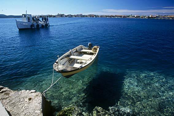 Kroatische Adria: Blick zu dem Inselchen Krapanj
