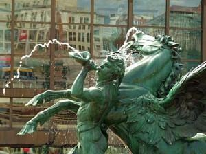 Leipzig Gewandhaus mit Spiegelung der Oper