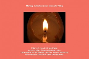 Friedensmeditation montags mit roter Farbe und Kerzenlicht