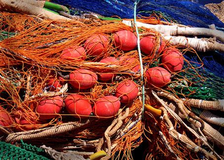 In der farbe Weiß sind alle Farben enthalten: Bunte Fischernetze zum Meditieren