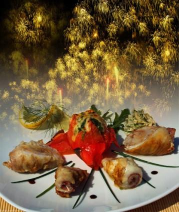 Festtagsessen zu Silvester mit Steinbuttroellchen und Feuerwerk