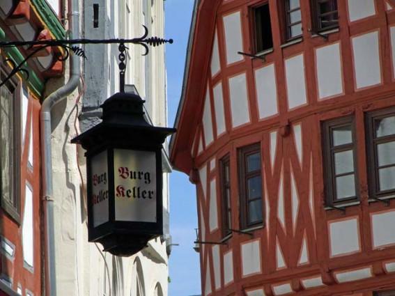 Fachwerk in der Limburger Altstadt - alte Laterne