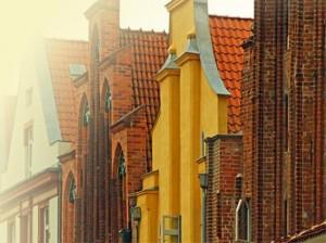 Stralsund Hansehäuser mit Backstein und bunten Giebeln