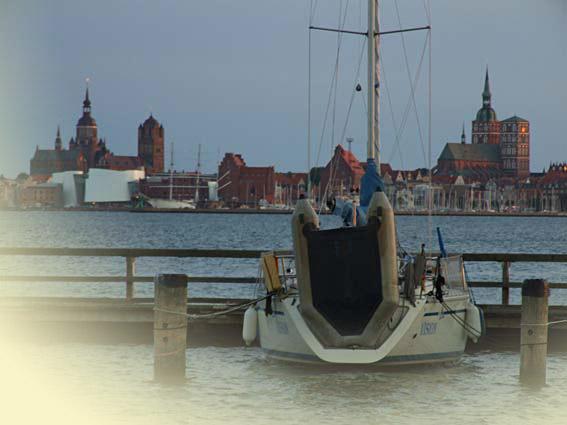 Am Strelasund bei Rügen - Stralsund mit Marienkriche und Hafen