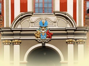Architekturdetail aus Stralsund - Eingangstor mit Wappen