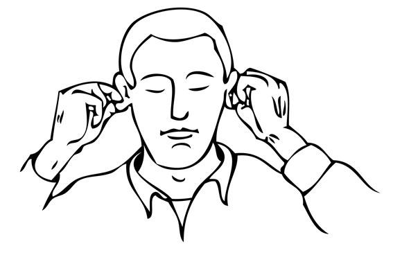 klenten der Ohrenlaeppchen mit den Fingern
