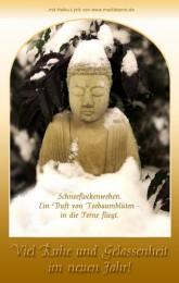 Neujahrskarte mit Buddha-Figur aus Stein im Schnee und Winterwald sowie entspannedem Haiku-Gedicht