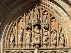 Brüssel Notre Dame du Sablon - Figuren am Eingangsportal