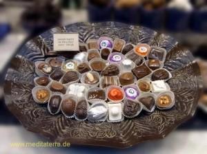 Pralinen in einer Schokoladen-Boutique in Brüssel - Schale mit Pralinen