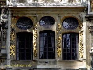 Bürgerhaus in der Brüsseler Altstadt mit schönen Fenstern