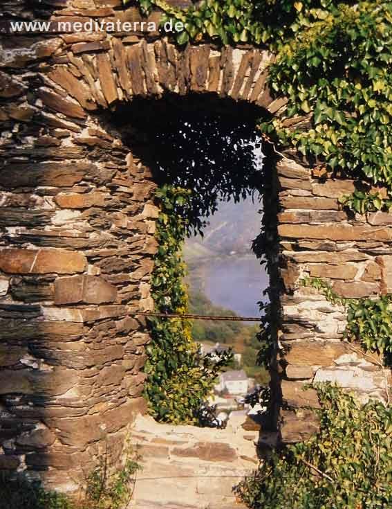 Burgfenster über der Mosel