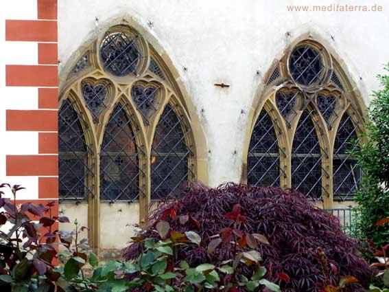 Zwei gotische Kirchenfenster in Ediger-Eller an der Mosel