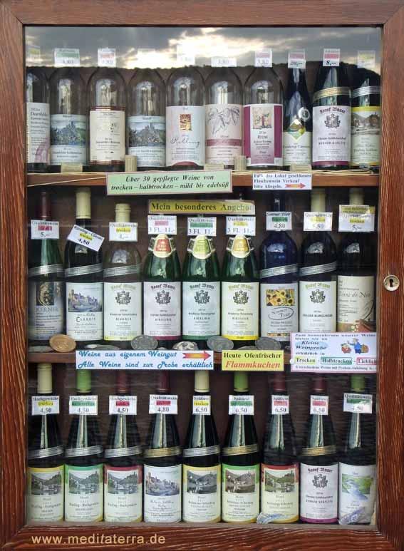 Weinflaschen mit Moselwein