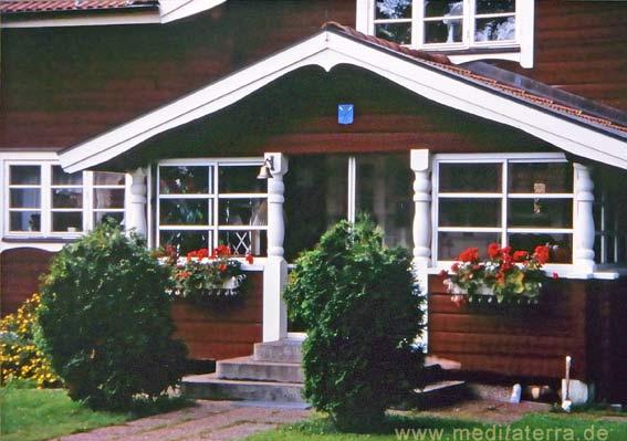 Falunrotes Haus mit Eingangsveranda in Dalarna