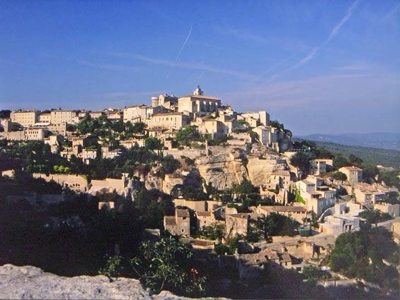 Gordes Dorf auf Berg in der Provence