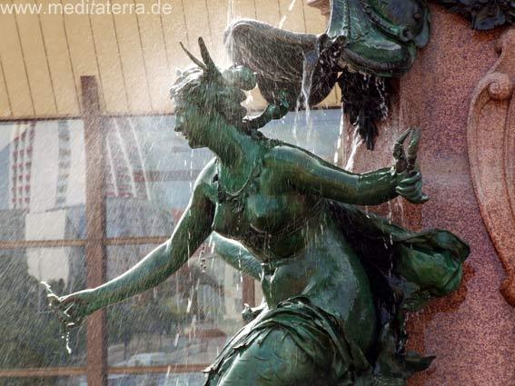 Figur am Gewandhausbrunnen in Leipzig