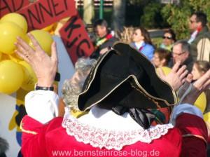 Karneval in Bad Honnef im Rheinland, mittelalterlicher Hut in Schwarz