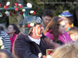 Karneval in Bad Honnef am Rhein, bunt bemalter Jecke