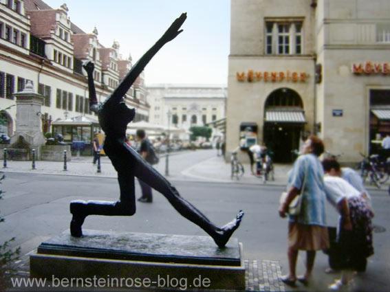 Sklulptur Der Jahrhunderteschritt von Wolfgang Mattheuer in Leipzig am Nachmarkt