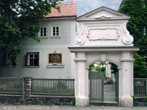 Schillerhaus in Gohlis - Leipzig - Eingang mit Haus und Zaun