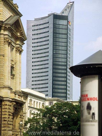 Ehemalige Universität Leipzig - Blick zum Bürohochhaus am Augustusplatz