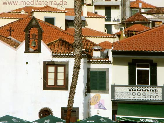 Häuser in Camara de Lobos auf Madeira