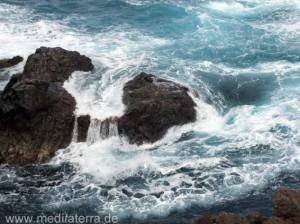 Meereswellen an der Atlantikinsel Madeira