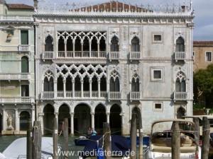 Gesamtansicht der Casa d'Oro: Piano nobili und Wassergeschoss mit Arkadenbögen - Venedig Canal Grande