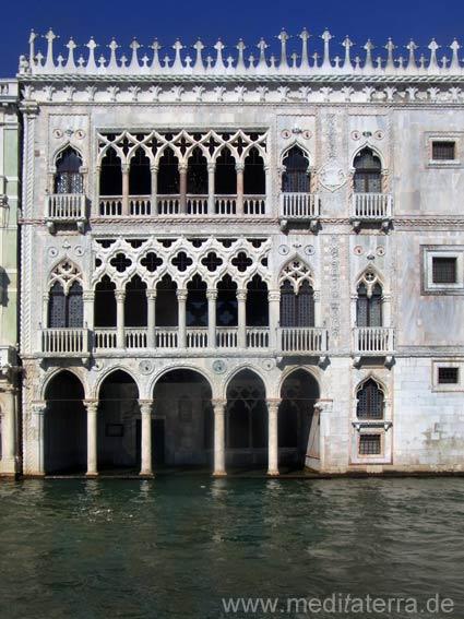 Casa d'Oro: Piano nobili und Wassergeschoss mit Arkadenbögen - Venedig Canal Grande