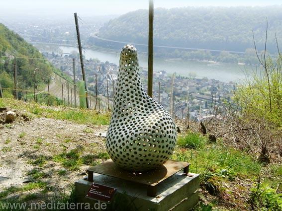 Keramikskulptur von Marianne Dick am Leutesdorfer Kunst- und Kulturweg