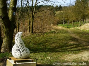 Leutesdorfer Kunst- und Kulturweg: Keramik-Skulptur von Marianne Dick aus Neuwied