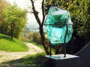 """""""Wächter am Weinberg"""" von Ute Weiler- Detail mit Ausblick zum Rhein"""