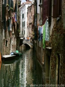 Brücke in Venedig mit romantischem Kanal