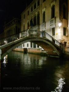 Brücke in Venedig bei Nacht