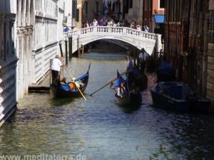 Brücke in Venedig mit Gondeln