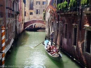 Brücke in Venedig mit Gondel