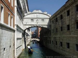 Seufzerbrücke in Venedig - Blick von der Ponte della Paglia