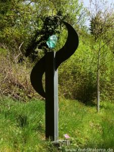 Skulptur am Kunstweg oberhalb Leutesdorf - Wächter am Weinberg von Ute Weiler