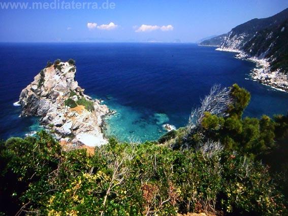 Am anderen Ende der Insel Skopelos: Kapelle Agios Ioannis auf einem Felsen im Meer