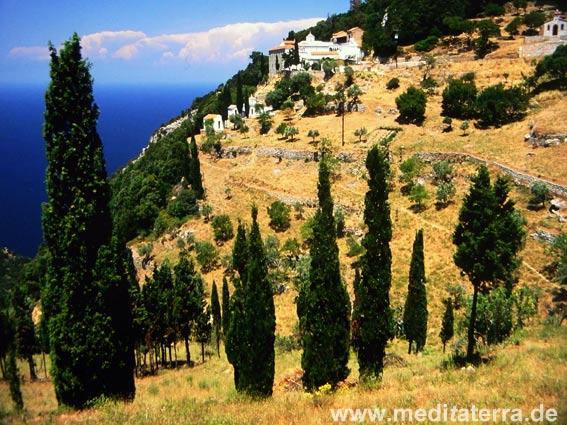 Tal mit dem Prodromou-Kloster auf der Insel Skopelos