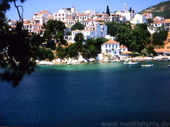 Blick auf den Altstadthügel von Skiathos - Sporadeninseln, Griechenland