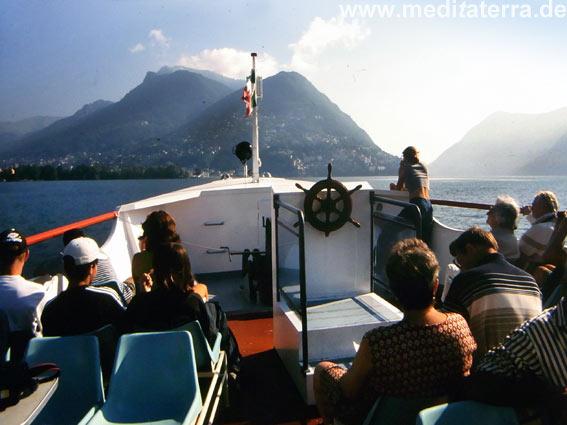 Fährschiff nach Skyros - Hafeneinfahrt mit Blick auf die Insel