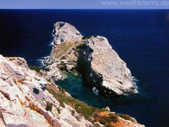 Felsen im Meer bei Kastro auf Skiathos - Sporadeninseln Griechenland