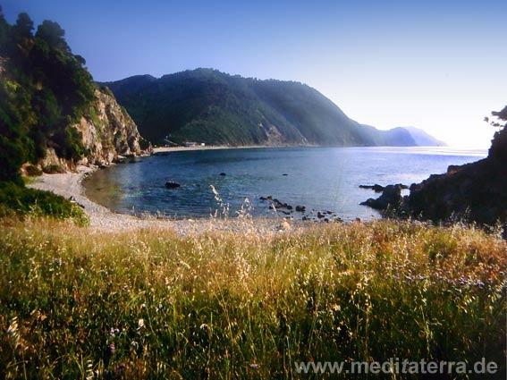 Die abgelegene Kechria-Bucht auf der Insel Skiathos - Strand, Berge und Meer