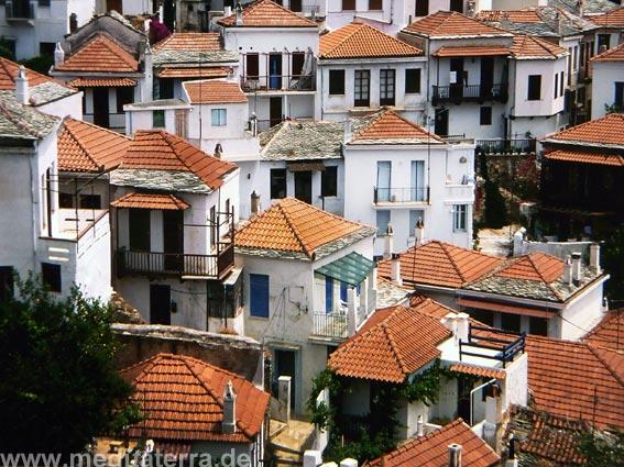 Sporadeninsel Skopelos: verschachtelte Häuser in der Inselhauptstadt Skopelos