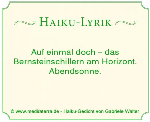 Haiku Gedicht über das Meer und die Farbe Bernstein