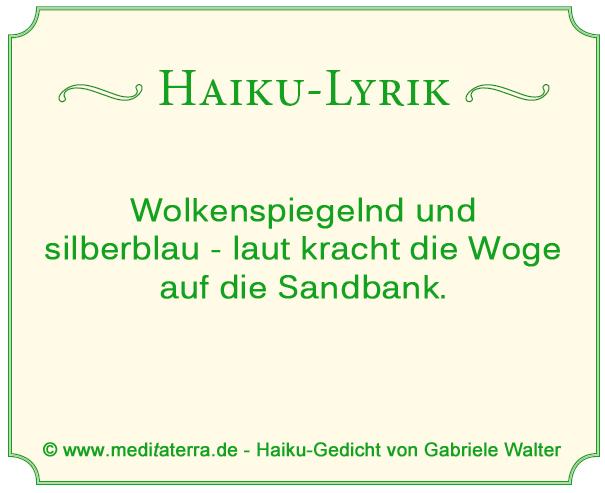 Haiku-Gedicht - Wellen, Sandbank, Meer, Wolken