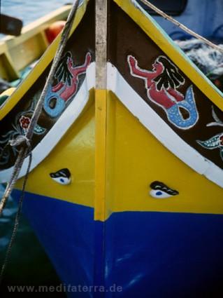 Malta. Gozo, Comino - Luzzi Boot auf Malta mit bunter bzw. blau gelber Bemalung