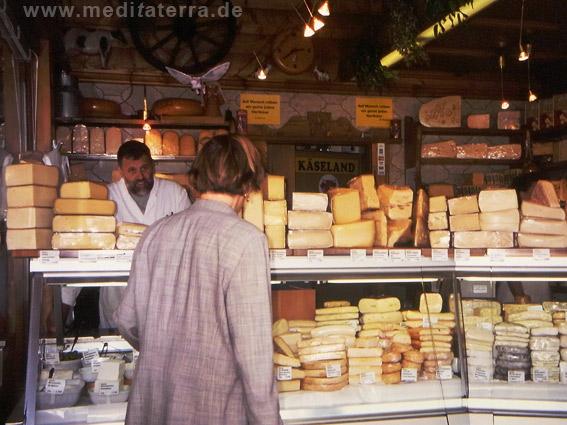 Käsestand am Wiener Naschmarkt